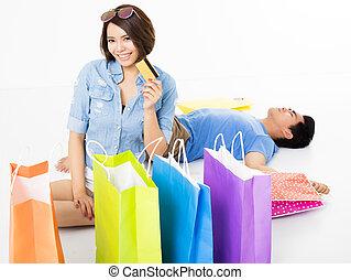 säcke, shoppen, paar, junger, kreditkarte, glücklich