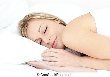 säng, kvinna, förtjust, henne, sova