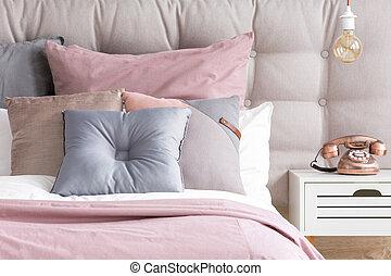 säng, med, pastellfärg färga, kuddar