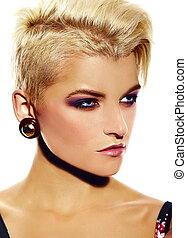 sätt högt, look.glamor, närbild, stående, av, vacker, sexig, stilig, caucasian, ung kvinna, modell, med, lysande, nymodig, smink, med, kort hår