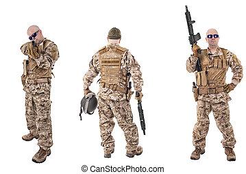 sätta, av, militär, tjäna som soldat, in, kamouflage, kläder, isolerat, vita, backgroud., klar, för, action.