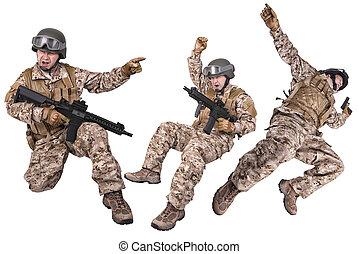 sätta, av, militär, tjäna som soldat, in, likformig, klar, till, fight., isolerat, vita, bakgrund., detta, a, montage, med, den, samma, model.