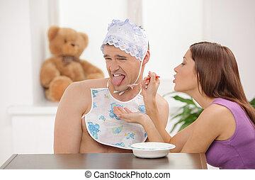 säugling, frau, headwear, groß, junger, eating., fütterung, ...