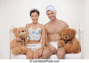 säugling, teddybären, groß, leute, junger, zwei, windeln, ...
