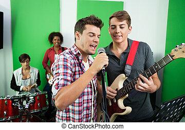 sångare, band, utföre, manlig, tillsammans