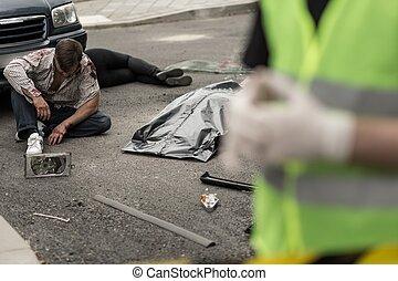 såradt, bemanna sitta, på streeten