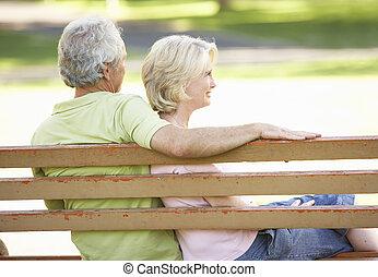 séance, couple, parc, ensemble, banc, personne agee