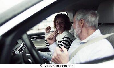 séance, couple, voiture, personne agee, fun., avoir, heureux