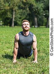 séance entraînement, parc, jeune homme
