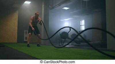séance entraînement, utilisation, mouvement, fitness, bataille, gymnase, sain, intense, cordes, formation, musculation, apprécier, endurance, défi, exercice, style de vie, lent, pratique, athlètes
