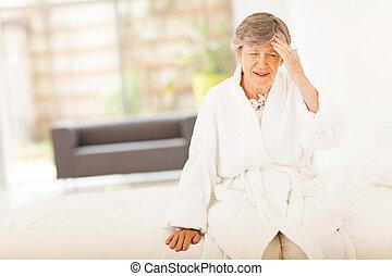 séance, femme aînée, avoir, mal tête