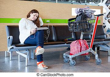 séance femme, bagage, jeune, salon, aéroport, hand-cart, caucasien