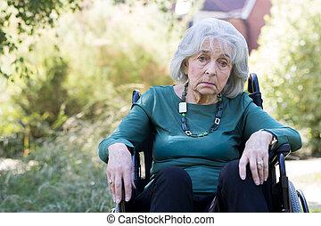 séance femme, déprimé, fauteuil roulant, dehors, personne agee