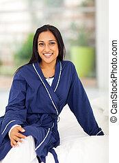 séance femme, jeune, lit, indien, pyjamas