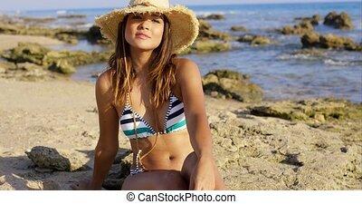 séance femme, jeune, plage sable, heureux