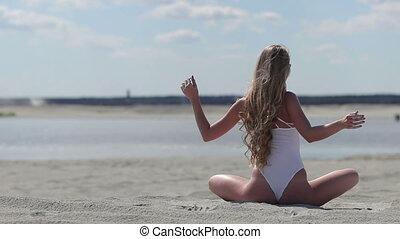 séance femme, lotus, gracefully, mains, position, secousse