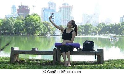 séance femme, mobile, parc, téléphone, utilisation