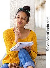 séance femme, pensée, écriture, dehors, livre, africaine