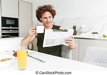 séance homme, quoique, tenant journal, beau, cuisine