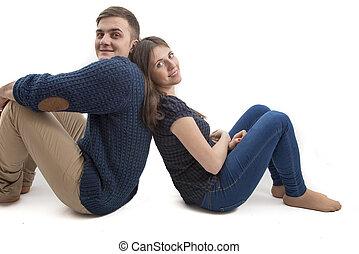 séance, jeune couple, dos, isolé, heureux