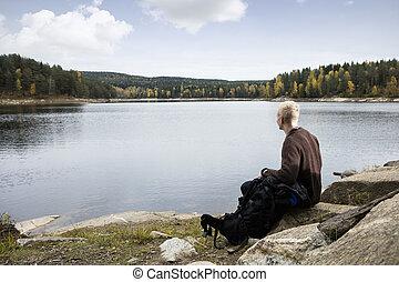 séance, lac, quoique, homme, rocher, apprécier, vue