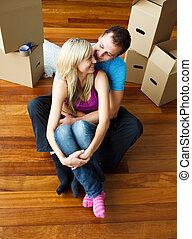 séance, maison, couple, jeune, floor., en mouvement, heureux