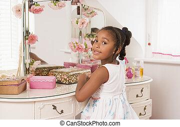 séance, miroir, jeune, chambre à coucher, fille souriant