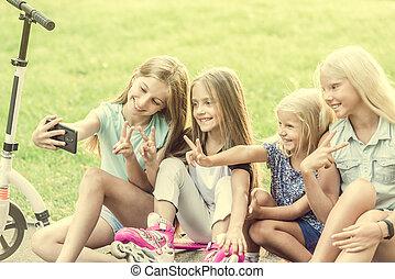 séance, selfie, filles, quoique, dehors, confection, longboards