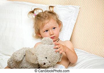 séance, toy., enfant, haut, lit, triste, temps, chambre à coucher, portrait, girl, réveiller, unhappy., gosse