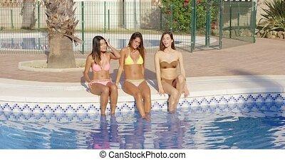 séance, trois, heureux, côté, piscine, femmes