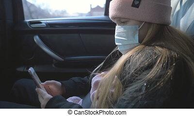 sécurité, monde médical, utilisation, pendant, petit enfant, coronavirus, voiture, voyager, virus, mobile, porter, vie, téléphone., ride., fin, masque, femme, protecteur, haut, girl, figure, concept, pandemic.