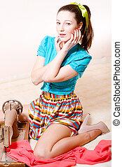 séduisant, beau, jeune fille, pinup, dans, a, rayé, jupe, bleu, chemise, sewing&, regarder appareil-photo, portrait