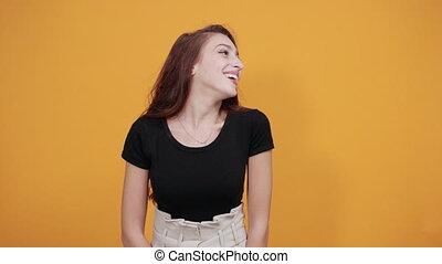 séduisant, chemise, garder, femme, épaule, jeune, laughting, sourire, noir