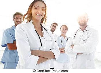 séduisant, docteur féminin, à, monde médical, stéthoscope, devant, me