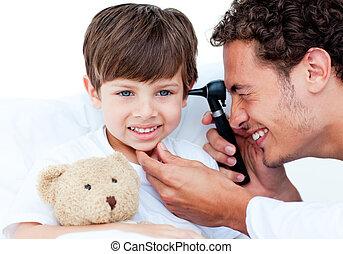 séduisant, examiner, docteur, patient\'s, oreilles