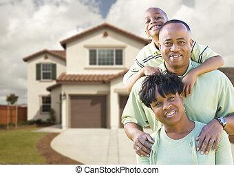séduisant, famille américaine africaine, devant, maison