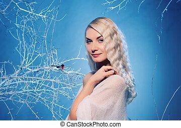 séduisant, femme, dans, hiver, forêt