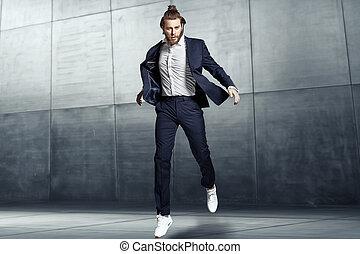 séduisant, jeune homme, porter, sports, complet