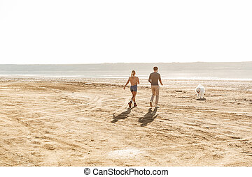 séduisant, jouer, couple, leur, jeune, chien