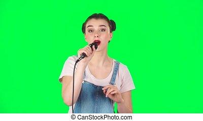 séduisant, musique, battement, mouvement, chante, mouvements, girl, microphone, lent