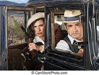 gangster femelles retro voiture dames voiture 1920s photos de stock rechercher des. Black Bedroom Furniture Sets. Home Design Ideas