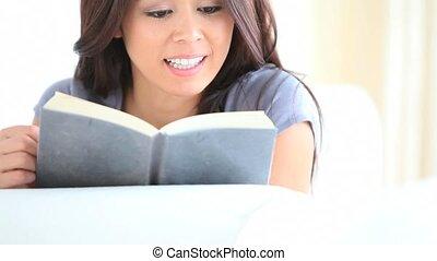 sérieux, lecture femme, livre