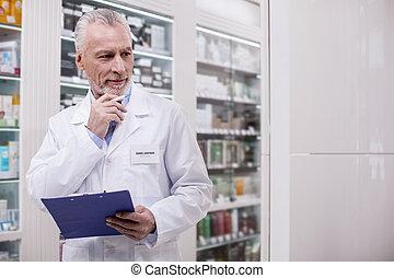 sérieux, mâle, pharmacien, inventorier, pharmacie