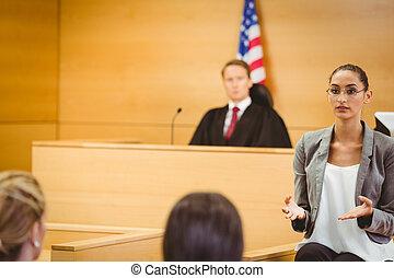 sério, advogado, fazer, um, encerramento, declaração