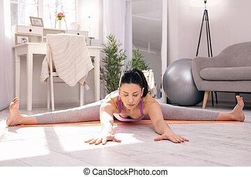 sério, atleta, fazendo, algum, exercícios