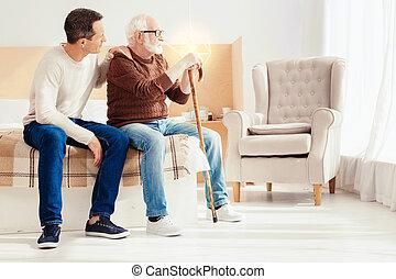 sério, pensionista, pensando, aproximadamente, futuro
