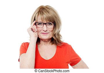 sênior, óculos, mulher