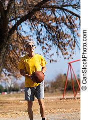 sênior, basquetebol, parque, tocando