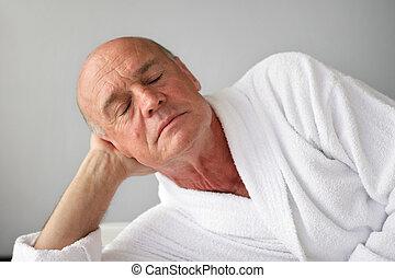 sênior, cochilando, bathrobe, homem