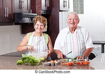 sênior, cozinhar, par, feliz